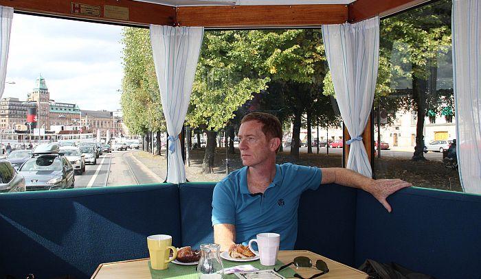 17_Stockholm_Gemütliche Fahrt mit dem rollenden Café der historsichen Straßenbahn_Copyright_Thomas Sbikowski