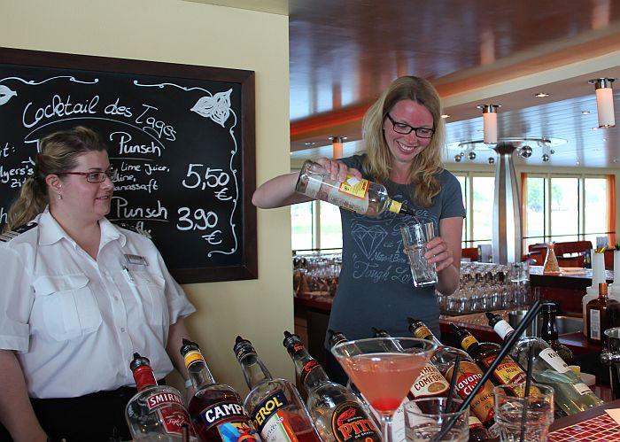 Flusskreuzfahrt Cocktail mixen