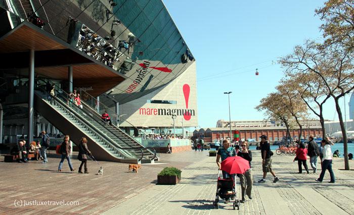 Barcelona-Rambla del Mar am Shoppingcenter maremagnum