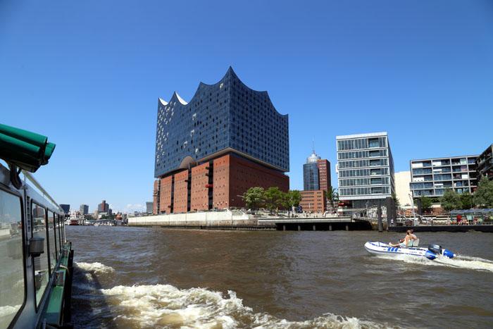 Hamburg Hafen Elbphilharmonie vom Wasser