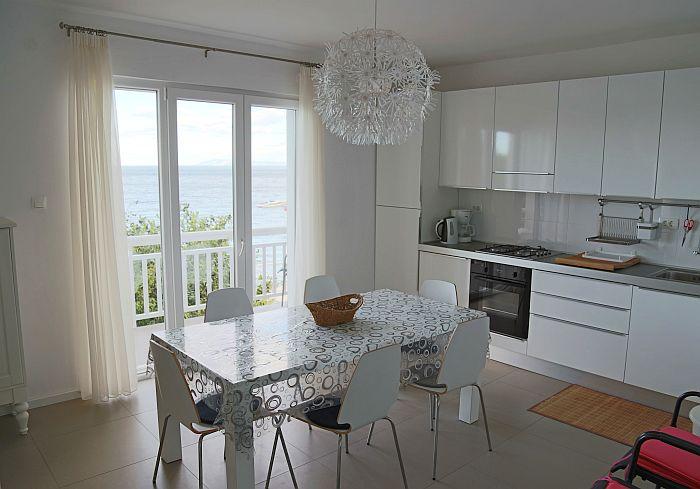 Kroatien FeWo-direkt Ferienwohnung Strandhaus Essbereich