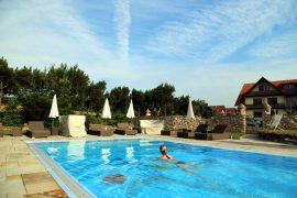 Hotel Freund Schwimmen im Außenpool