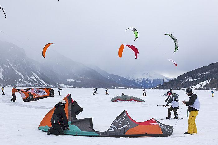 Suedtirol, Vinschgau, Reschensee, Ferienregion Reschenpass, Winter, Snowkite World Championship, Europameisterschaft, Wettkampf,