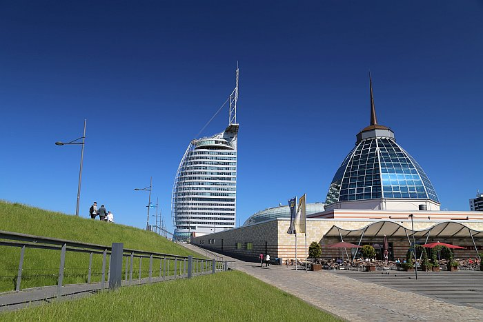 Bremerhaven Havenwelten mit Mediterraneo und Sail City (c) Thomas Sbikowski