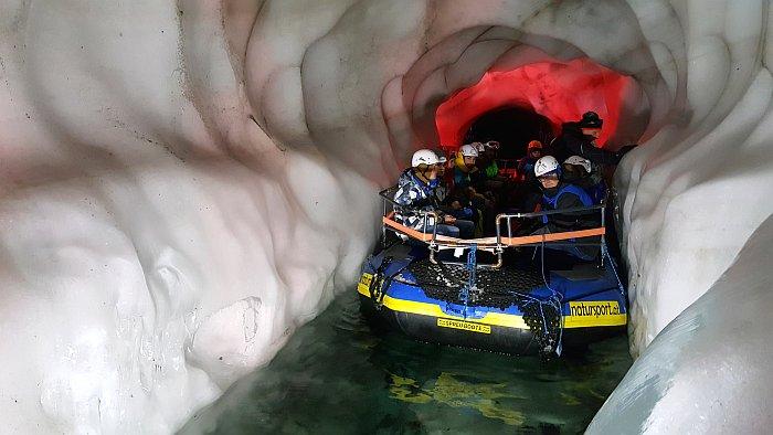 Hintertux Kleine Bootsfahrt auf dem Gletschersee im Natur Eis Palast